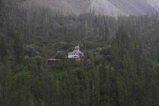 Kargil Moskee in klein dorpje<br><br> 1810-Kargil-Ladakh-3851.jpg