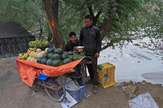 Kargil Marktkraampje aan de rivier<br>Pas op: Niet achteruit stappen<br><br> 1850-Kargil-Ladakh-3892.jpg