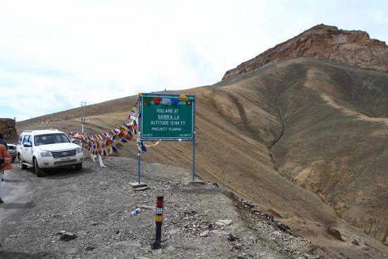 Lamayuru1 Namika La Pass (3718m)<br>Tijd voor een fotostop<br><br> 2120-Namika-La-Pass-Ladakh-4021.jpg