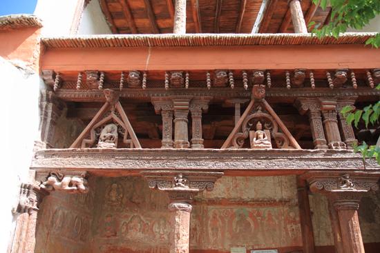 Alchi Prachtig houtsnijwerk in de gevel<br><br> 2380-Alchi-Ladakh-4312.jpg