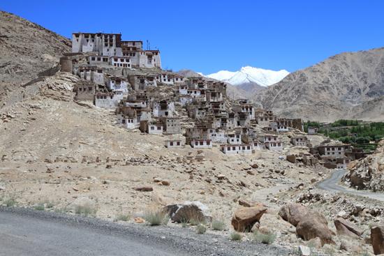 Chemday Chemday klooster<br>Ook dit klooster is weer schitterend gelegen<br><br> 3240-Chemday-klooster-Ladakh-4796.jpg