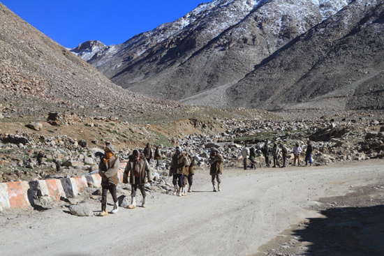 Khardung-La Wegwerkers<br><br> 3530-Khardung-La-Pass-Ladakh-4962.jpg