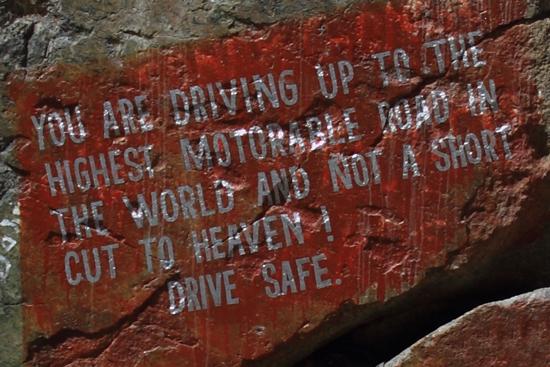 Khardung-La Vrij vertaald:<br>U rijdt naar de voor motorvoertuigen hoogste bergpas in de wereld<br><br> 3610-Khardung-La-Pass-Ladakh-5013.jpg