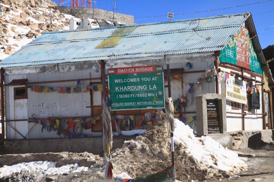 Khardung-La Khardung La Pass<br>De top bereikt ! 5602 meter !<br><br> 3630-Khardung-La-Pass-Ladakh-5018.jpg