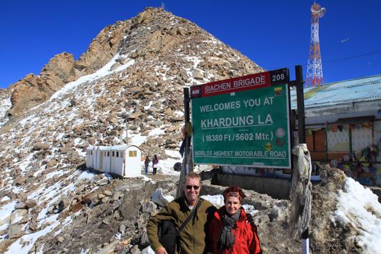 Khardung-La Uiteraard een foto van dit hoogtepunt op het hoogste punt !<br><br> 3670-Khardung-La-Pass-Ladakh-5028.jpg