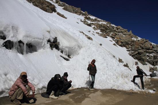Khardung-La Lawine !<br><br> 3720-Khardung-La-Pass-Ladakh-5050.jpg