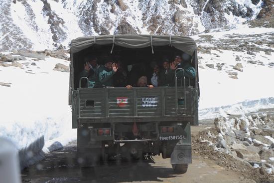 Khardung-La Hello !<br><br> 3760-Khardung-La-Pass-Ladakh-5063.jpg
