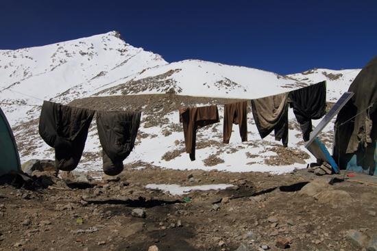 Khardung-La Wasdag op 5602m voor de wegarbeiders<br><br> 3770-Khardung-La-Pass-Ladakh-5070.jpg