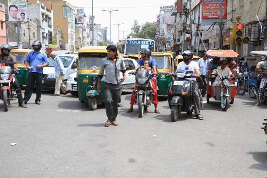 Ladakh-Delhi Delhi - streetlife<br>Was even wennen na de reis door Kashmir en Ladakh<br><br> 3840-Delhi-streetlife-5116.jpg