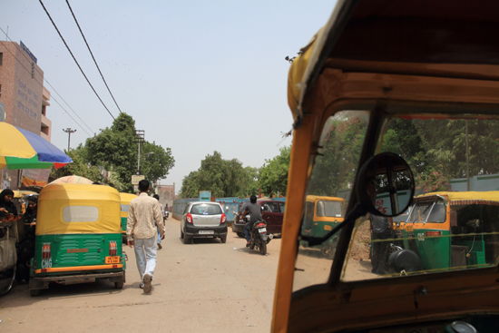 Ladakh-Delhi De motorriksja is nog steeds het beste vervoermiddel in Delhi<br><br> 3920-Delhi-streetlife-5144.jpg