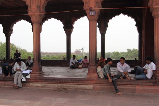 Ladakh-Delhi Enorm plein omgeven door galerijen<br><br> 3950-Jama-Mashid-Delhi-5160.jpg
