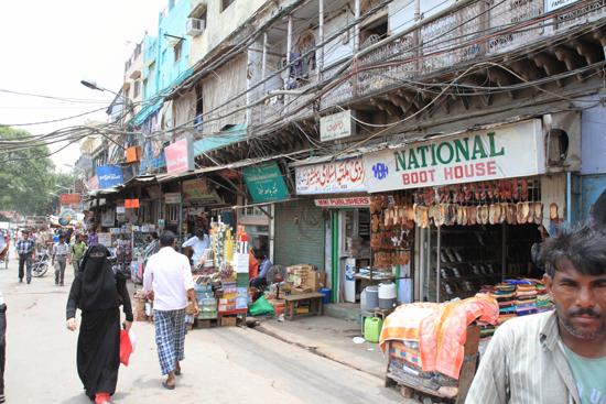 Ladakh-Delhi Markt vlakbij de Jama Mashid<br><br> 4050-Delhi-streetlife-5191.jpg