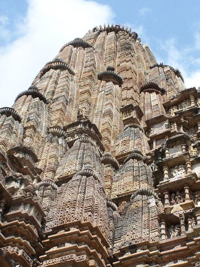 Khajuraho2 Indrukwekkende top van een van de tempels 100_4104.jpg