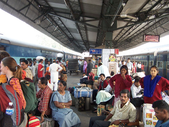 Varanasi2 Drukte op het station van Delhi 100_4474.jpg