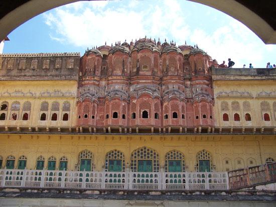 Jaipur De minder bekende achtergevel van de Hawa Mahal Achtergevel-Hawa-Mahal-Jaipur_3693.jpg