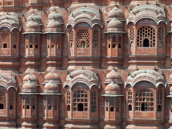Jaipur Detailopname van de Hawa Mahal gevel Gevel-Hawa-Mahal-Paleis-der-Winden-Jaipur_3691.jpg