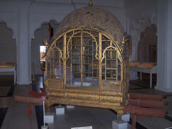 Jodhpur2 Gouden paladijn in de museumafdeling van het fort Gouden-paladijn-Jodhpur-museum_3225.jpg