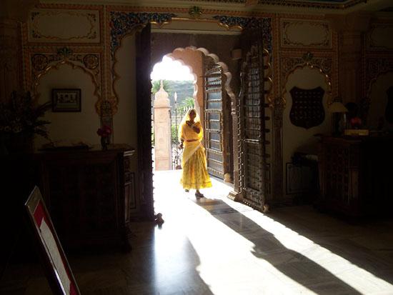 Pushkar Lichtspel bij ingang van fraai hotel Lichtspel-hotel-Pushkar_3511.jpg