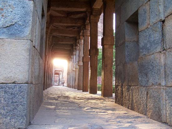 Delhi Delhi - zuilengalerij Qutab minar complex Qutab-Minar-Complex-Delhi__2536.jpg