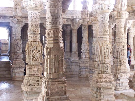 Udaipur Van de 1444 pilaren zijn er geen 2 identiek Ranakpur-1444-pilaren-Adinath-Tempel_3295.jpg