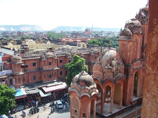 Jaipur Uitzicht vanuit de Hawa Mahal over de roze stad Uitzicht-vanaf-Hawa-Mahal_3715.jpg