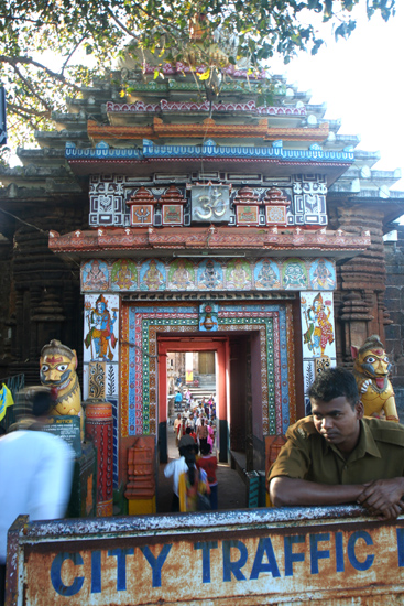 Bhubaneshwar Lingaraja Temple in Bhubaneshwar (1100) Ingang van de Lingaraja tempel in Bhubaneshwar (1100) 1940_4297.jpg