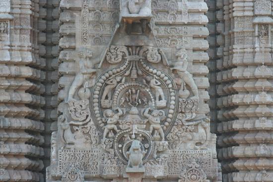 Bhubaneshwar  Lingaraja tempel - BhubaneshwarDetail van de tempeltoren 1980_4323.jpg