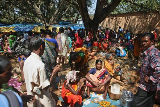 Adivasi-Tour9  Lamtaput : Zeer, zeer, kleurrijkEnorme drukte op het centrale plein van de markt 3330_5532.jpg
