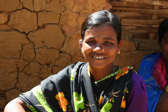 Adivasi-Tour9  De dames waren heel ontspannen en wilden graag op te foto 3370_5552.jpg