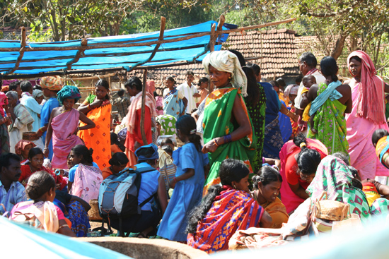 Adivasi-Tour9  Even gauw een grote partij mooie armbanden kopen 3390_5569.jpg