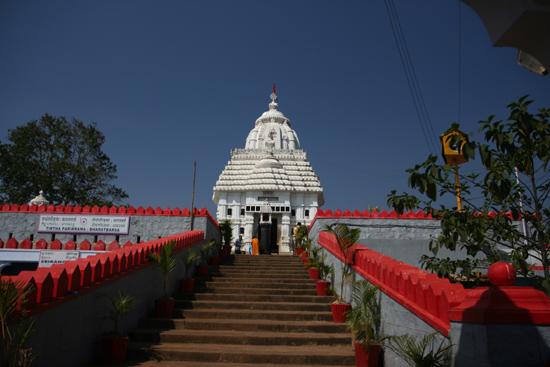 Koraput Jagannath Temple in KoraputEntrance of the temple Jagannath tempel KoraputToegangstrap tot de tempel  3520_5698.jpg