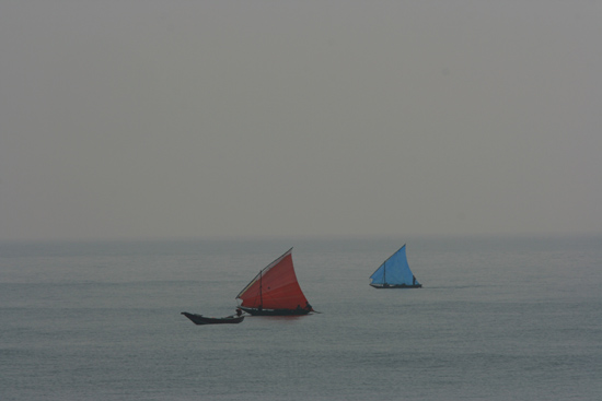 Gopalpur Fishing boats at the Bay of Bengal  Vissersboten op de Golf van Bengalen 3590_5773.jpg