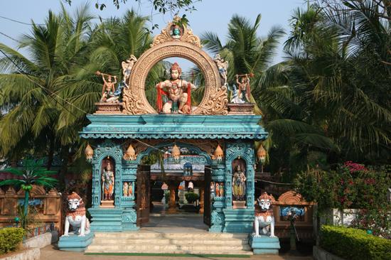 Gopalpur Very colourfull temple in nice gardenPipli PipliZeer kleurige tempel in een mooie tuin 3600_5811.jpg