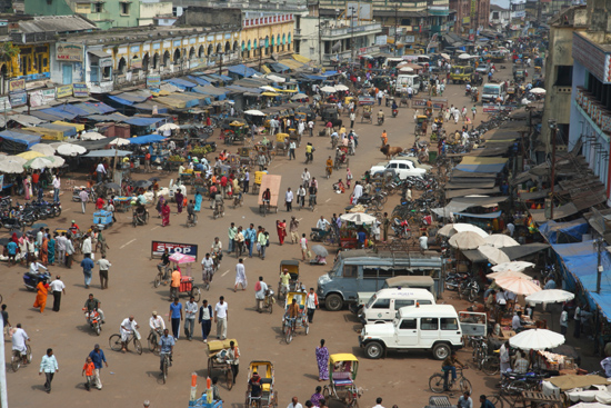 Puri Puri - Jagannath Hindu TempleBusy market place near the main-entrance Puri - Jagannath Hindoe TempelDruk marktplein bij de hoofdingang 3680_5856.jpg