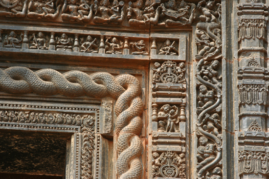 Konark Detail of the door Detail van de fraaie deurpost 3870_6097.jpg