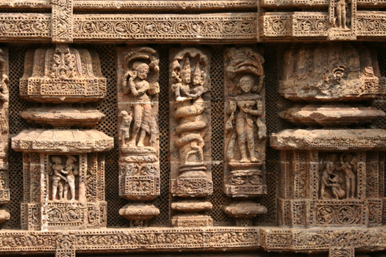 Konark Beautiful carving all around the temple Prachtige beelden rondom de tempel 3960_6050.jpg
