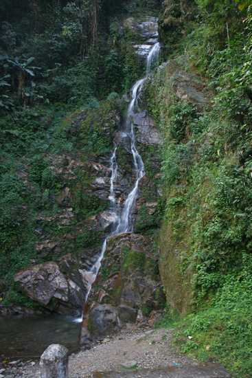 Khecheopari Mooie waterval tijdens excursie van Pelling naar Khecheopari meer / Lake<br><br> 0280_3568.jpg