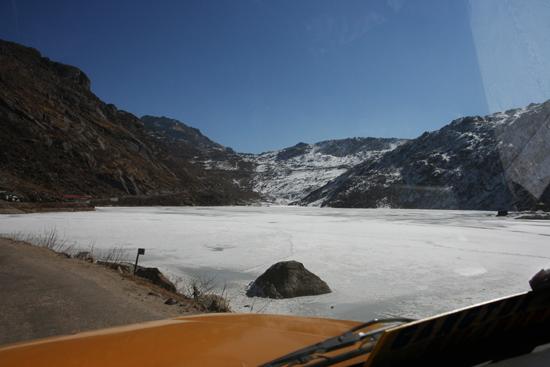 Gangtok Het Tsomgo meer (3800 m)<br><br> 0950_3944.jpg