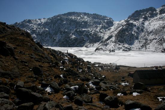 Gangtok Prachtig uitzicht over het meer halverwege een klimpartij<br><br> 0980_3952.jpg
