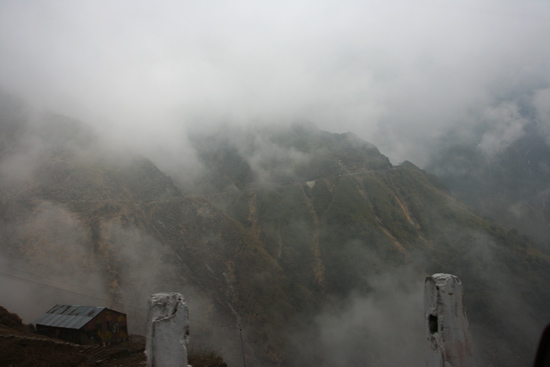 Gangtok We doken de wolken weer in<br><br> 1090_4017.jpg