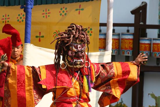 Kalimpong Een van de maskerdansers<br><br> 1290_4165.jpg