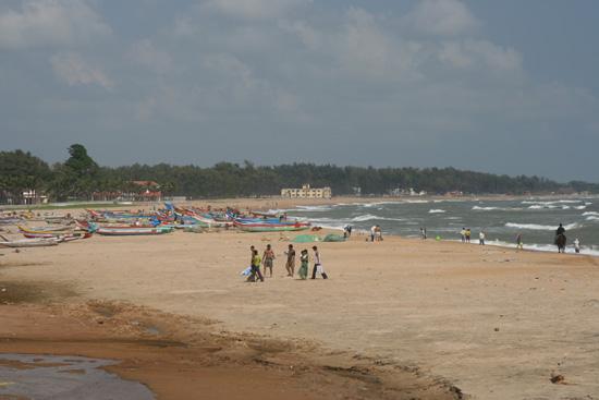 Mamallapuram Het strand van Mamallapuram met op de achtergrond de vissersboten IMG_6388.jpg