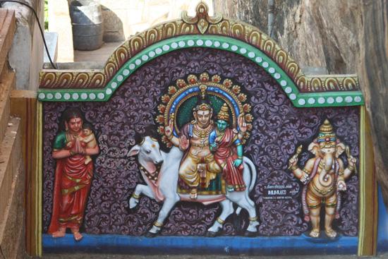 Tiruchirappalli Gevelversiering bij de uitgang van de Rock tempel IMG_6545ps.jpg