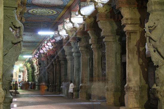 Madurai Lichtstraal in enorme galerij IMG_6625.jpg