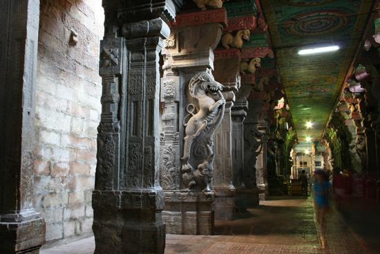 Madurai Prachtig gebeeldhouwde pilaren IMG_6628.jpg