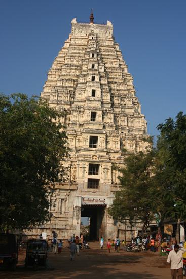 Hampi De Virupaksha tempel, een van de 45 tempels verspreid over 26 km² IMG_8762.jpg