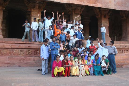 Badami Schoolreisje van Indiase scholieren IMG_9198.jpg
