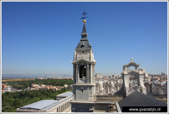 Madrid03 View from the roof of the Catedral de Santa Maria La Real de Almudena 0500_6577.jpg