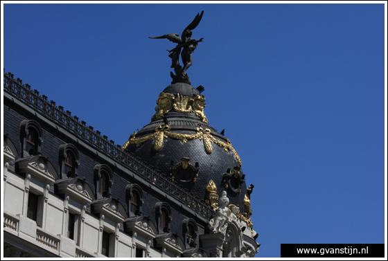 Madrid05 Top of the Metrópolis building at Calle Alcalá 0860_6586.jpg