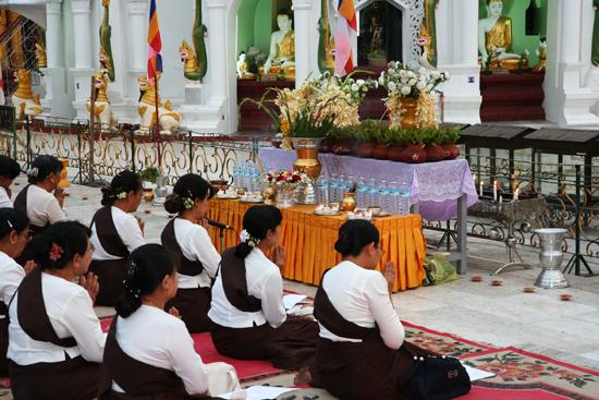 Yangon1 Yangon - Shwedagon pagode   0100_4733.jpg